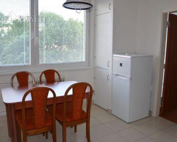 Na prenájom čiastočne zariadený 2 izbový byt s lodžiou, 54 m2, ul. Západná, Trenčín / Juh