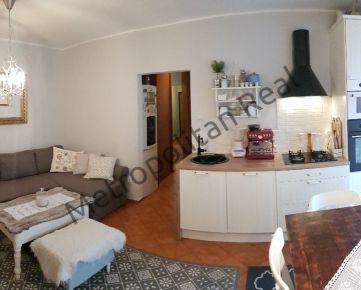 Slnečný kompletne zrekonštruovaný 2 izbový byt (prerobený na 3 izbový) s loggiou v tichej lokalite