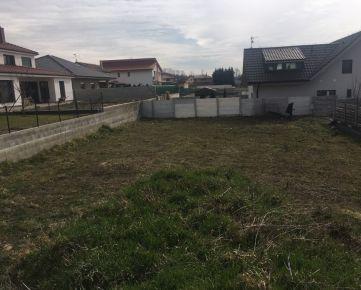 Stavebný pozemok so všetkými inžinierskymi sieťami v novej lokalite v meste Stupava