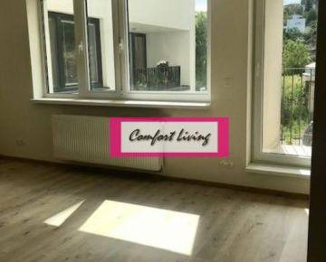 COMFORT LIVING ponúka - Priestranný 3 izbový byt v novostavbe na KOLIBE - loggia, pivnica, garážové státie, 2 x WC, výhľad na zeleň