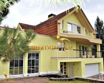 RODINNÁ VILA - 2 bytové jednotky 5+3, bazén, sauna, dvoj-garáž, 6 x terasa a udržiavaná záhrada - tichá lokalita: Strmý vŕšok - Záhorská Bystrica