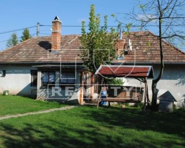 Krásne upravený rodinný dom s ovocnými stromami a jacuzzi, 899m2 Farná. CENA: 33 000,00 EUR