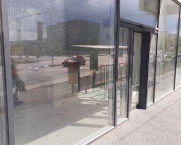 NOVOSTAVBA obchod. priestorov 150 m2 v širšom centre