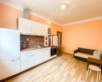 DOSTOJEVSKÉHO RAD- 2 izbový byt v centre mesta s dubovými parketami