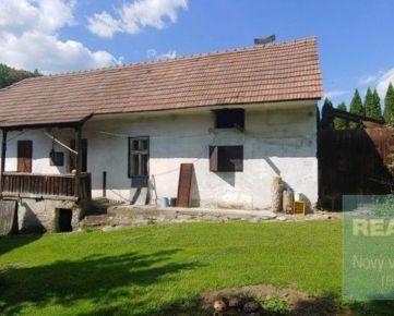 Ponúkame na predaj krásny slnečný pozemok so starým domčekom v obci Kolárovice.