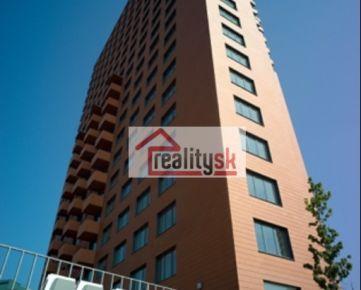 Predám priestranný byt v bytovom dome Manhattan s výhľadom na mesto