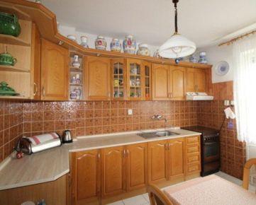 Ponúkame na predaj 4-izbový rodinný dom na ulici 8.mája v Podunajských Biskupiciach, Bratislava II.