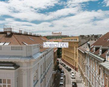 Štýlový 2 izbový byt priamo v centre Bratislavy na Palisádach s výhľadom na hrad alebo do dvora - na predaj.