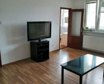 Ponúkame na prenájom priestranný 1-izbový byt s loggiou na ul. Rajecká, Bratislava II.-Vrakuňa