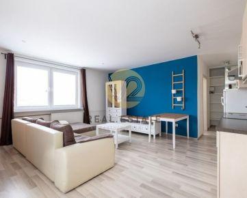 Prenájom –2-izbový byt s parkovaním v centre, Nitra-Staré mesto