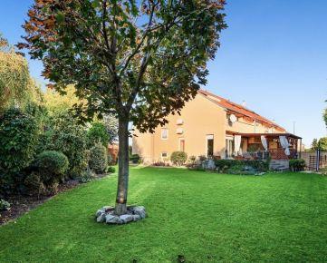 5 izbový viacgenerečný rodinný dom s priestranným pozemkom, Rovinka