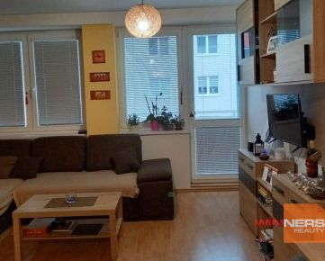 Na prenájom veľký zariadený jednoizbový byt v novostavbe, Bakossova ulica, centrum, Banská Bystrica.