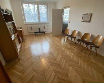 3 IZB. BYT 2x VELKY BALKON ( 90 m² ) - Vlčince