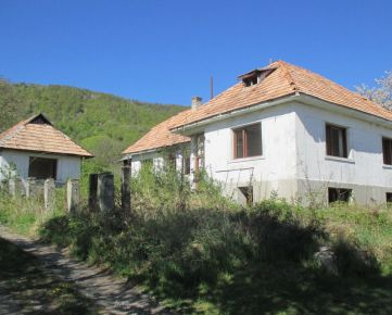 Modrý Kameň - neobývaný dom na veľkom slnečnom pozemku - znížená cena