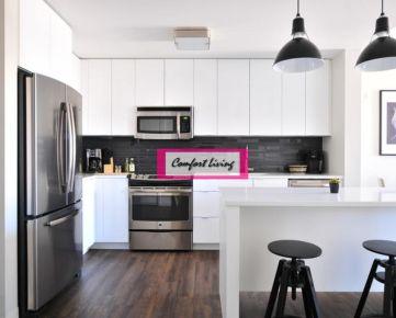 COMFORT LIVING ponúka - Kompletne zariadený 2 izbový byt s balkónom v NOVOSTAVBE - možnosť odkúpenia garážového státia