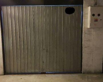 Samostantná garáž v garážovom dome v Pezinku