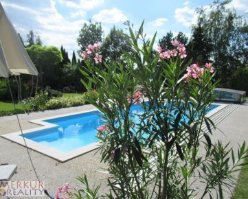 Predaj luxusny   dvojpodlazny 6 izbovy RD Stupava,    vonkajsi kryty bazen, 3x kupelky, terasa, zahrada,5x satnik
