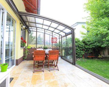 HERRYS – Na predaj zariadený 4 izbový rodinný dom s krásnym pozemkom a zimnou záhradou v Trnávke