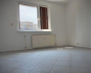 Zaujímavý 4-izbový byt s loggiou a halou, ul. Federátov, 83m2, Rezervované