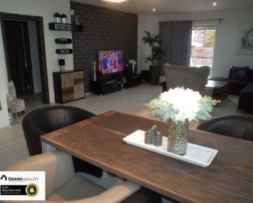 ZĽAVA • Na predaj moderný rodinný dom s veľkou záhradou a bazénom v Skalici