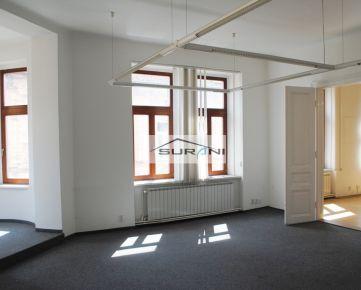 Prenájom 87,6m2 Kancelárie v historickej budove na Sládkovičovej ulici v Starom Meste. Klient neplatí žiadnu províziu RK !