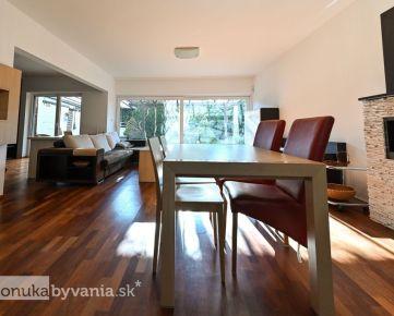 MAJORÁNOVÁ, 5-i dom, 183 m2 - POZEMOK 344 m2, presklená obývačka, TICHO A SÚKROMIE, zariadený