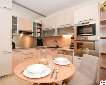 Zariadený 2-izbový byt v komplexe Rozadol