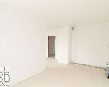 Predaj 4izb byt v Štandarde s terasou a balkónom v centre Malaciek