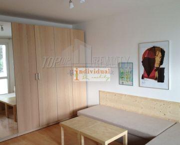1i byt s loggiou na Sokolíkovej ulici v Dúbravke