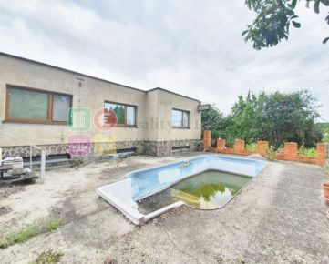 Predaj 7-izb, RD, 230 m2, a pozemky- 7945 m2, Nitra-Čermáň