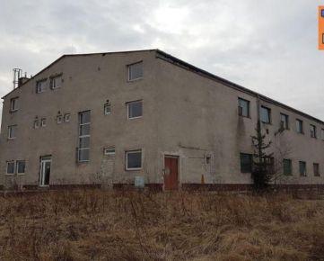 Na predaj čiastočne zrekonštruovaná výrobná hala s pozemkami pri Spišskej Novej Vsi. 1 139 m2. CENA: 390 000,00 EUR