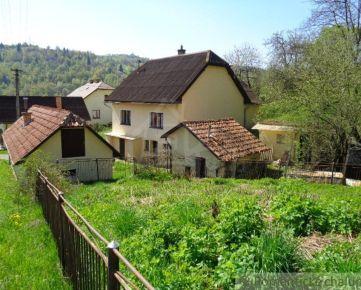 Dom s garážou a záhradkou v pokojnej časti Hriňovej