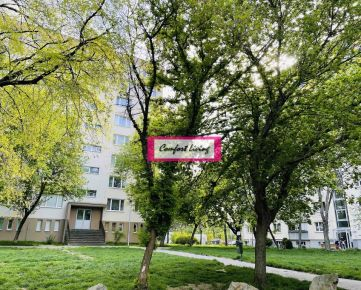 COMFORT LIVING ponúka - Dvojgarsónku s loggiou na začiatku Petržalky - výhľad na zeleň, jednoduché napojenie do centra, vlaková stanica do Viedne