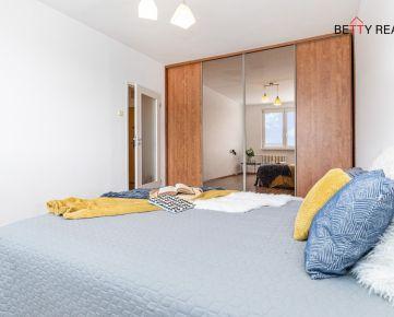 1i byt BA - Rača - Žarnovická, 38 m2, TEPLÝ, SLNEČNÝ BYT S PREKRÁSNYM VÝHĽADOM na JZ - jedinečný, moderný, v tichu a zeleni.. IHNEĎ