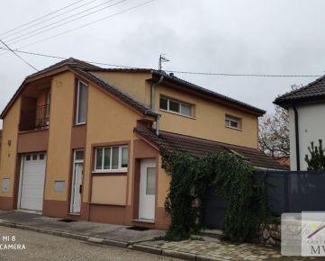 Na predaj, nízko nákladový rodinný dom vhodný aj na podnikanie v tichej lokalite Špígelsál