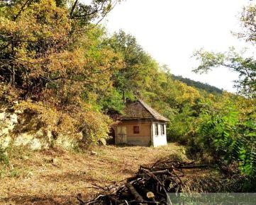 NOVÁ LEPŠIA CENA ! Menší dom s čarokrásnym panoramatickým výhľadom na časť Prše