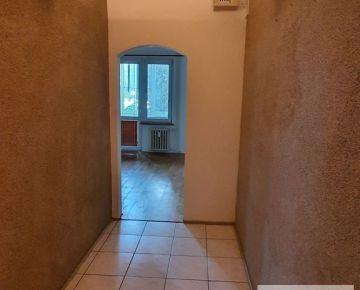 Predaj slnečný 3 izbový byt po rekonštrukcii, so šatníkom, veľké loggie 10 m2, výborná lokalita v RUŽINOVE, Martinčekova ulica, vedľa AXTON Residence, Rotunda, v blízkosti RETRA.