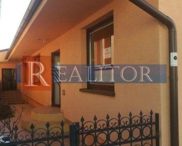 Ponúkam na predaj dva domy v Rači na ulici Oráčska.