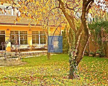 Rodinný dom s bazénom v centre na predaj/prenájom, Bratislava-Nivy.