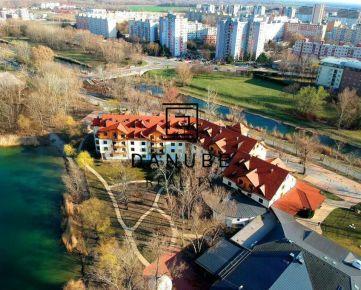 Predaj 1 izbové apartmány na prízemí v Bratislave vo výnimočnej lokalite mestskej časti Petržalka-Antolská ulica s možnosťou využitia ako stacionár.