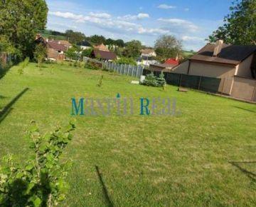 MAXFIN REAL na predaj krásny pozemok s IS na stavbu RD Hruboňov