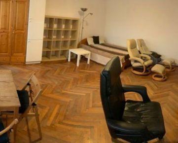 Prenájom 1 izbový byt  v centre Chorvátska ulica - plocha 38 m2 - stav: po čiastočnej rekonštrukcii  Prenájom 1-izbového bytu v tehlovom dome, Chorvátska ulica , Bratislava - Staré Mesto, okres Bratis