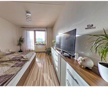 ***REZERVOVANÉ*** 2 izbový byt s možnosťou prerobenia na 3 izbový B.Bystrica 72 m2 + 3 loggie (9 m2)