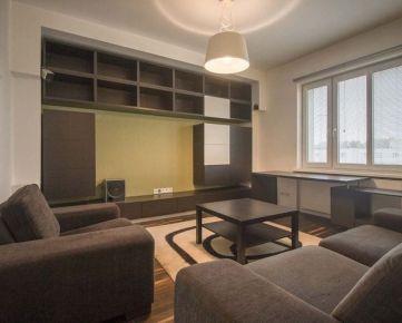 Na predaj 2-izb. byt v tehlovom dome, 4/4 bez výťahu, po rekonštrukcii z r. 2008, uzavretý dvor