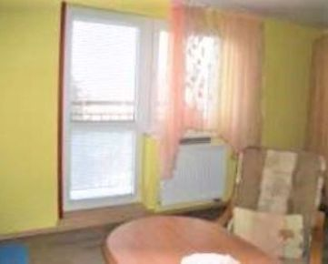 Na predaj 1.izb. byt s francúzskym balkónom v širšom centre