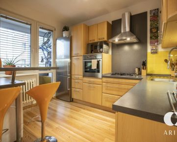 REZERVOVANÉ - Zariadený a priestranný 3 izbový byt s loggiou a klimatizáciou
