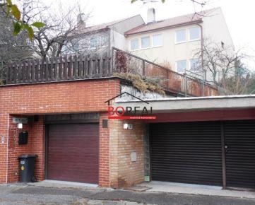 ** RK BOREAL ** Veľký trojpodlažný RD (ÚP 202 m2) s garážou na 474 m2 pozemku, Buková ul., Bratislava Staré mesto – pod Bôrikom.