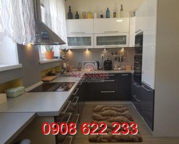 Exkluzívne na predaj PEKNÝ  TEHLOVÝ 3-izbový byt, PRIAME CENTRUM, Banská Bystrica