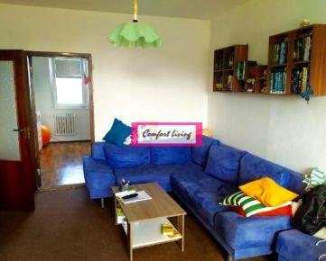 COMFORT LIVING ponúka - Priestranný 4 izbový byt s krásnym výhľadom - plastové okná, 2 x WC, zrekonštruovaný dom, kompletná občianska vybavenosť