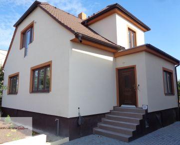 K&R CARPATIA-real ** Výborná ponuka ** Krásny Rodinný dom po kompletnej rekonštrukcií s pekným pozemkom v pôvodnej časti Chorvátskeho Grobu  -  Školská ul.